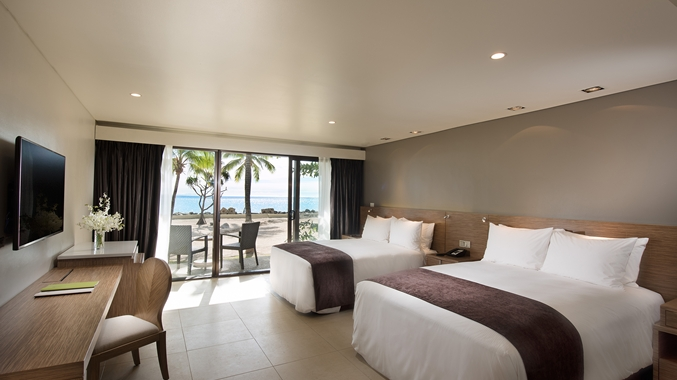 Guestroom Beachfront, White Flowers
