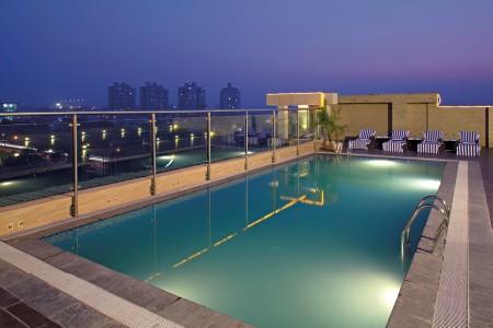 Swimming Pool at Gurgaon Lodging