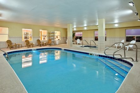 Moline Lodging with Sparkling Indoor Pool