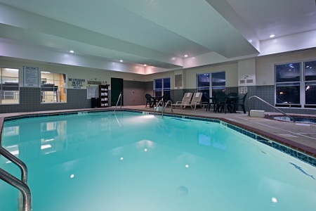 Pool at Country Inn & Suites, Myrtle Beach Lodging