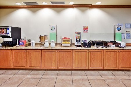 Country Inn & Suites, Tifton, Georgia Hotel's Breakfast Area