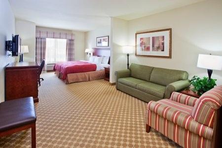 Country Inn & Suites, Tifton, GA Suites