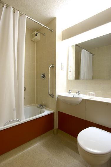 Blyth A1 (M) - Family bathroom