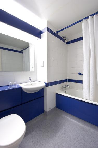 The Regent Hotel Leamington Spa - Family bathroom
