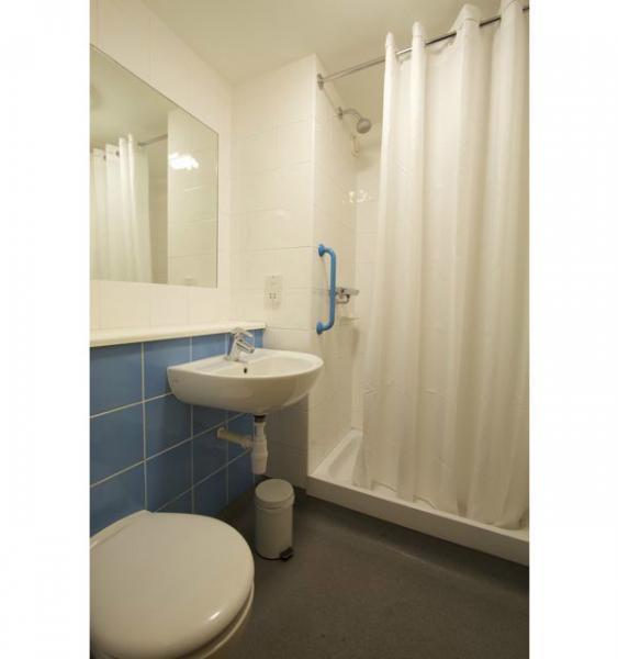 Swindon Central Hotel - Shower