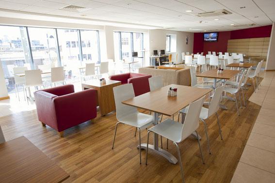 London Uxbridge - Bar Cafe