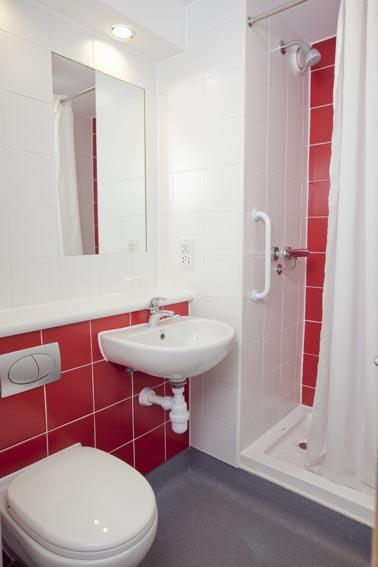 London Heathrow Central - Double bathroom