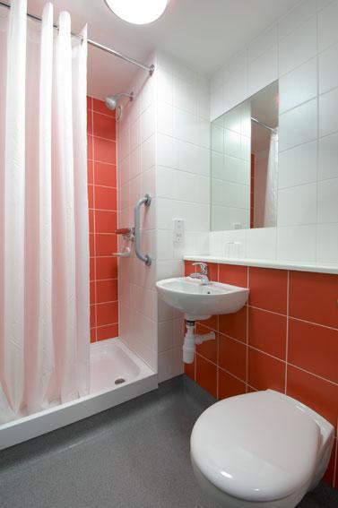 Edinburgh Cameron Toll - Double bathroom