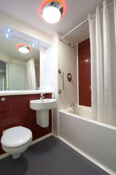 Paignton Seafront - Family bathroom