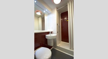 Birmingham Airport - Double bathroom
