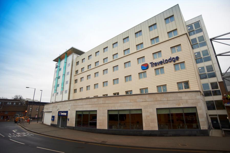 Crawley - Hotel exterior