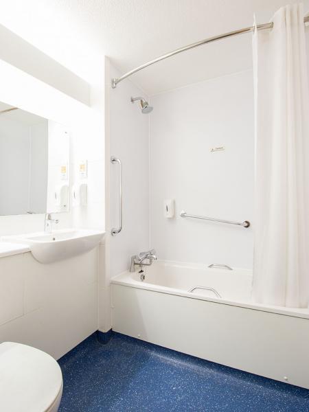Stoke Talke - Bathroom with bath