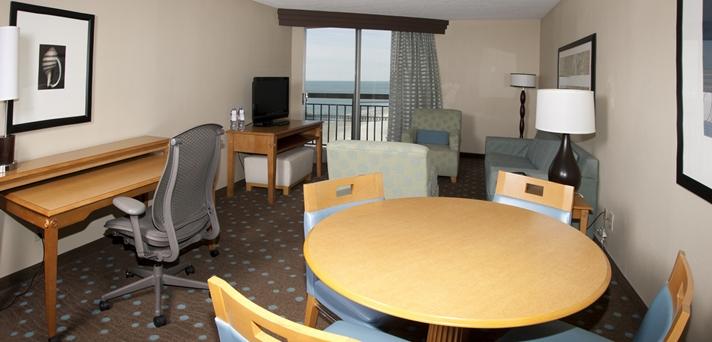 Deluxe Oceanfront King Suite Livingroom