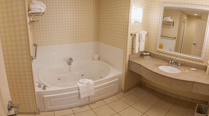 Groton, CT Whirlpool Bath