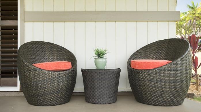 Aloha Beach Cottage Patio with Chairs