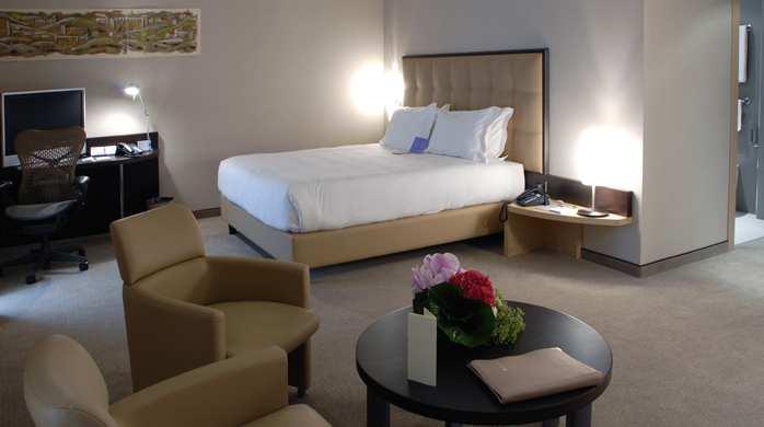 Queen Bed Deluxe Room