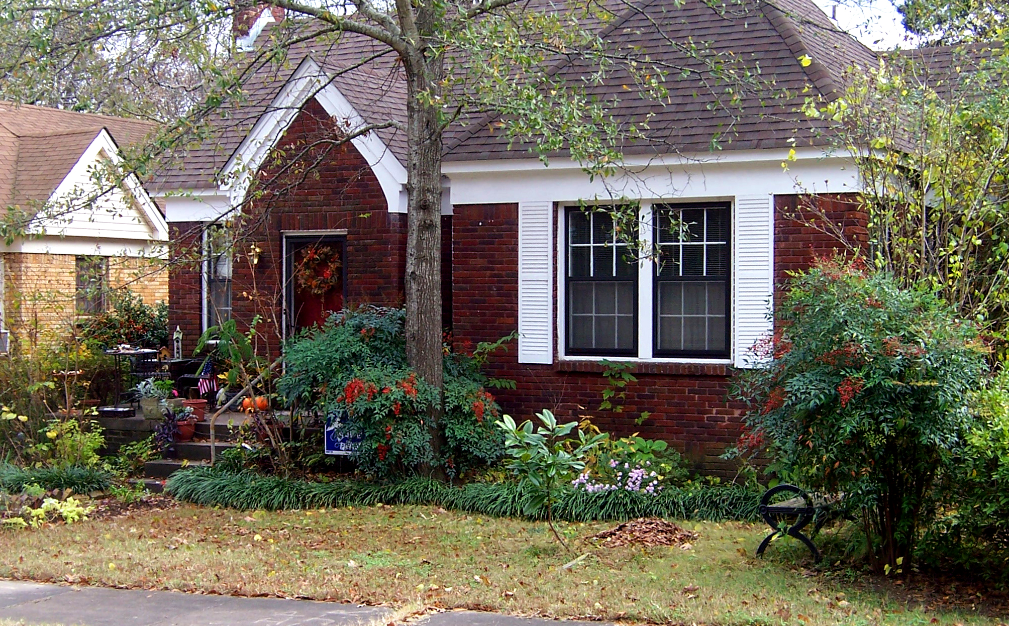 Hillary Rodham and Bill Clinton lived in this 980-square-foot (91m2) house in the Hillcrest neighborhood of Little Rock from 1977 to 1979 while he was Arkansas Attorney General.[9]