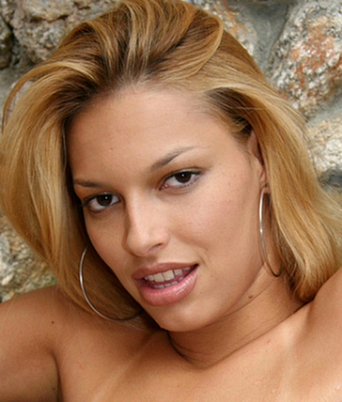 Nikki Rio