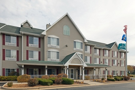 Country Inn & Suites: West Bend, WI