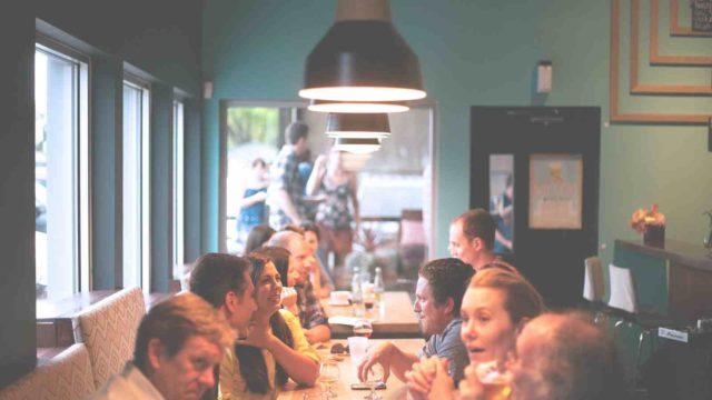 people-meeting-bar