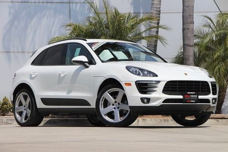 2017 Macan picture #1