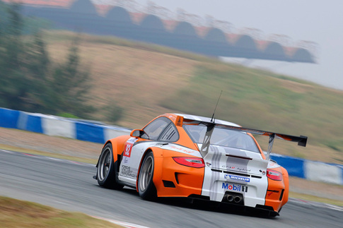 GT3 R Hybrid met with rain during pre-race testing in China 1