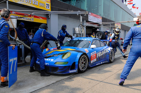 Porsche's Hybrid race car finishes ahead of GT2 4