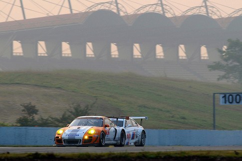 Porsche's Hybrid race car finishes ahead of GT2 11