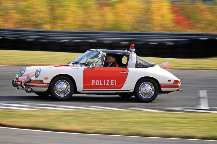Smokey Drives a Porsche 1