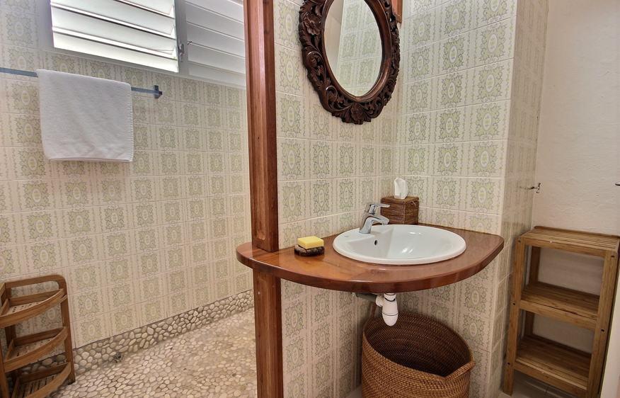 location villa pieds dans l 39 eau martinique i calabali i villaveo. Black Bedroom Furniture Sets. Home Design Ideas