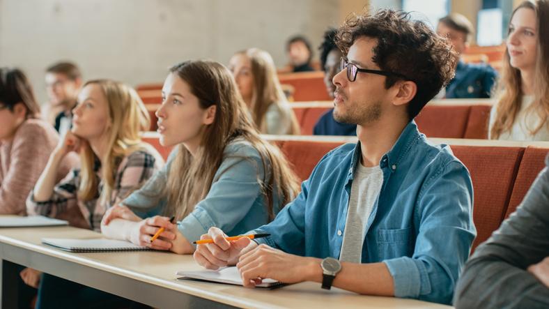 Formação Profissional no Exterior - Estudantes