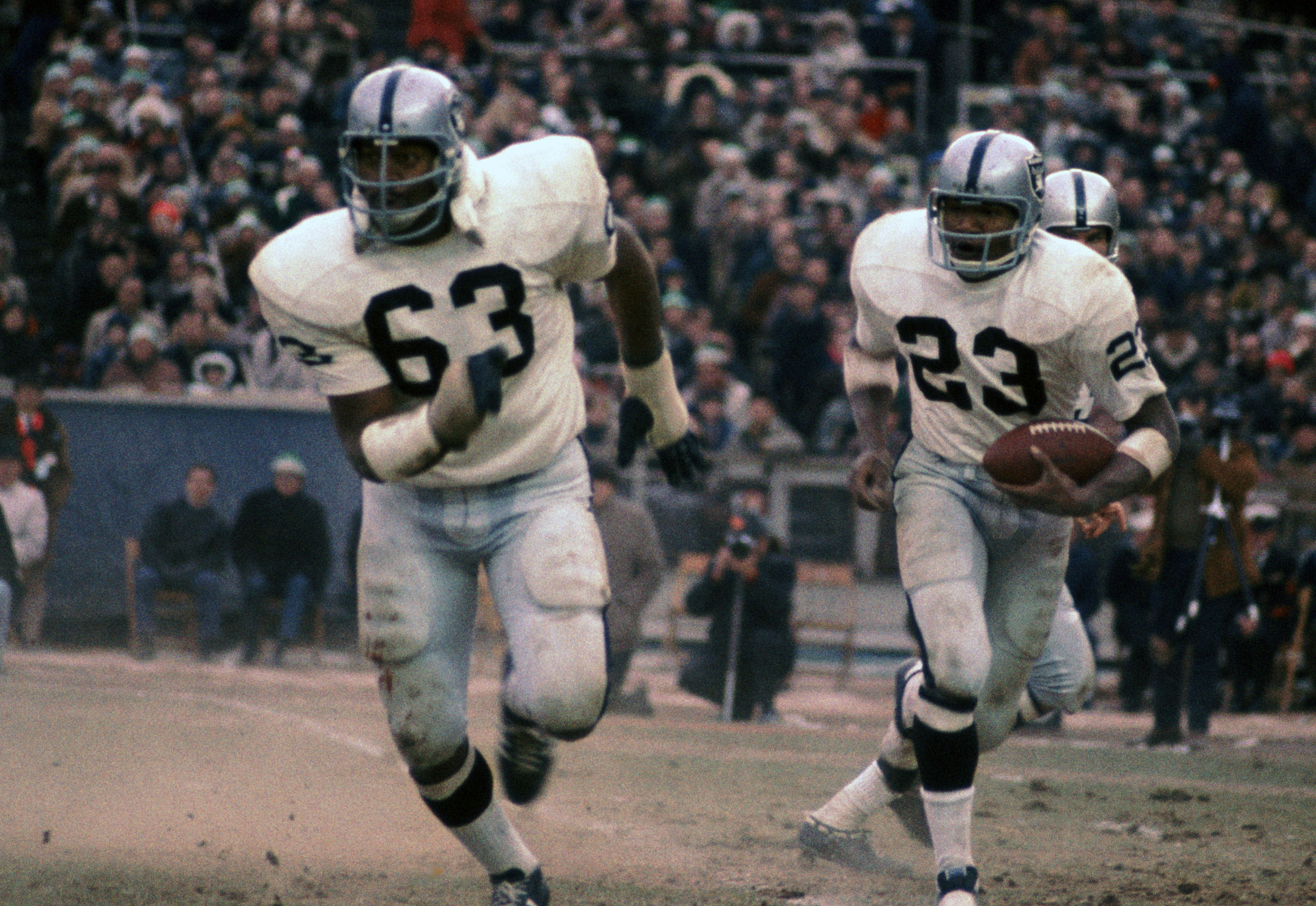 0ab353e09 Hall of Fame guard Gene Upshaw (63) leads the way for RB Charlie Smith