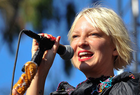 O sia singing facebook article