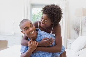 120814 b real romantic ways to ring in the new year as a couple relationship happy cuddling article