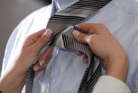 160721 425x285 how to tie a necktie article