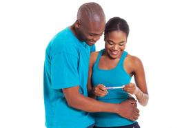 Couple holding a pregnancy test article