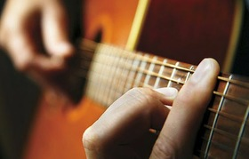 Barre chord close up article