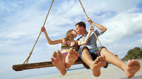 Couple swing beach 000023956532 article
