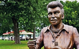 Lucille ball statue article