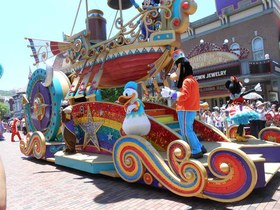 Disneyland parade hong kong article