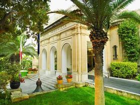 22423 hotel phoenicia facade article