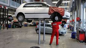 Car auto repair oil change maintenance article