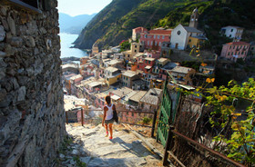 Woman traveling alone italy article