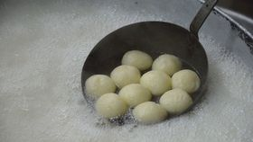 Boiling rasgulla   digha   east midnapore   2015 05 02 9571 article