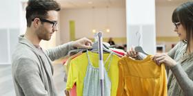 O young businesswomen shopping facebook article