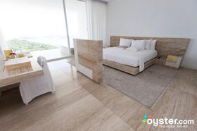 Ocean balcony suite  v8477219 290 article