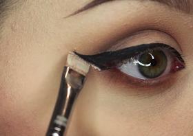 Concealer eyeliner hack article
