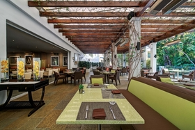 Cavatina outdoor patio and interior which features celebrity photographs taken by timothy white copy 800 533 article