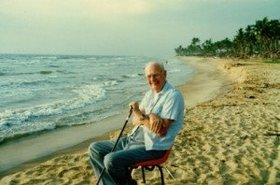 20120413055034sir arthur c clarke on hikkaduwa beach photo by rohan de silva 300x198.jpg  1072x720 q85 crop article