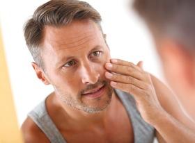 Man moisturizing mirror article